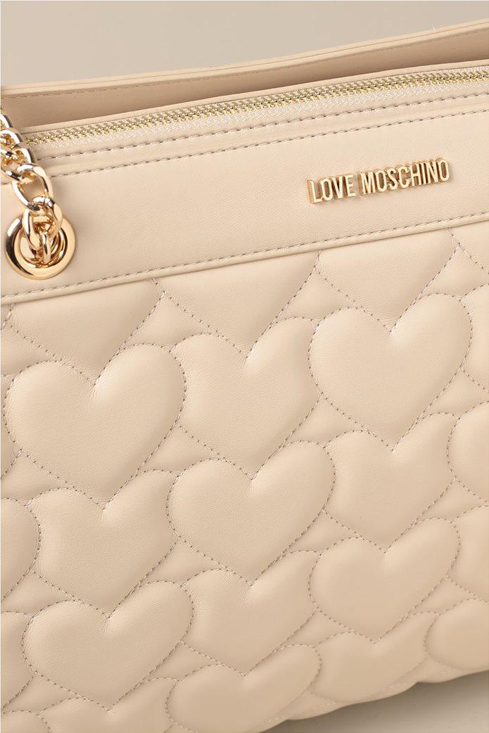 Love Moschino γυναικεία τσάντα crossbody με καπιτονέ σχέδιο καρδιά και μεταλλικό logo 2