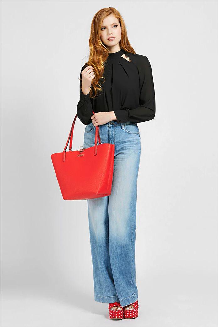 Guess γυναικεία τσάντα ώμου με μεταλλικό λογότυπο ''Alby'' 1
