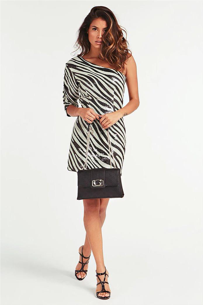 "Guess γυναικεία τσάντα ώμου με αλυσίδα και ανάγλυφο logo ""Emilia"" 1"