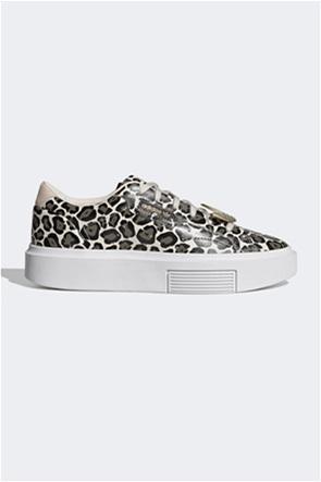 Adidas γυναικεία sneakers με all-over animal print ''Sleek Super''