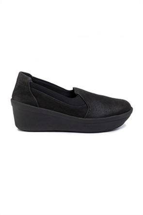 Clarks γυναικεία μονόχρωμα παπούτσια με ενιαίο τακούνι ''Step Rose Moon''