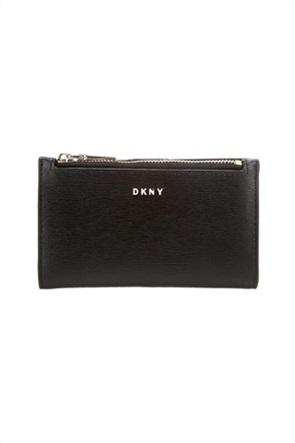 DKNY γυναικεία θήκη για κάρτες με μεταλλικό logo ''Bryant''