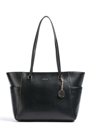 "DKNY γυναικεία τσάντα ώμου με διακοσμητικό μπρελόκ ""Bryant"""