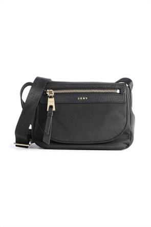 """DKNY γυναικεία τσάντα crossbody με μεταλλικό λογότυπο """"Cora"""""""