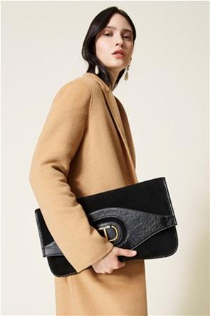 Twinset γυναικεία τσάντα φάκελος με suede λεπτομέρειες και μεταλλικό logo