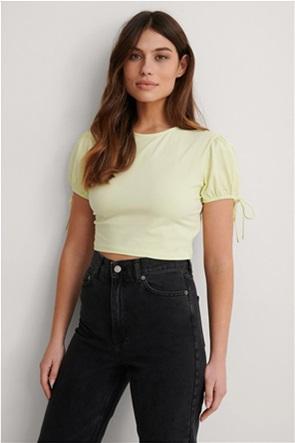NA-KD γυναικείο Τ-Shirt cropped με λάστιχο στο μανίκι