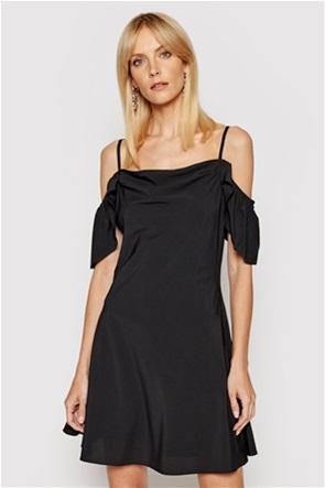 NA-KD γυναικείο mini φόρεμα μονόχρωμο με ριχτούς ώμους Slim Fit